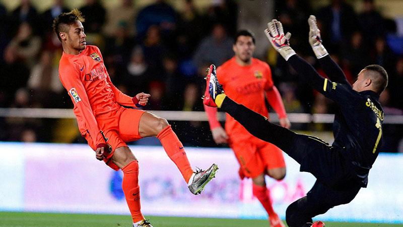 Neymar_beats_goalkeeper