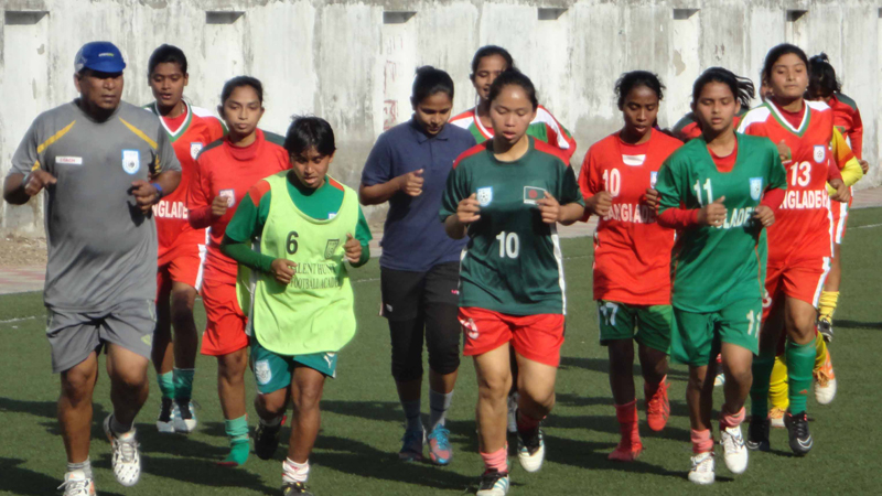 women-football-team