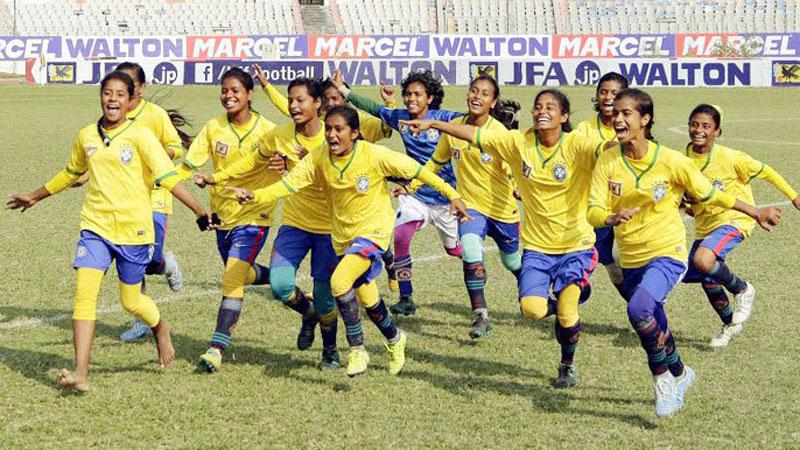 girlas-football
