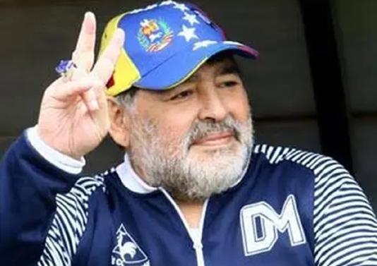 Maradona-extends-contract-with-Gimnasia-y-Esgrima